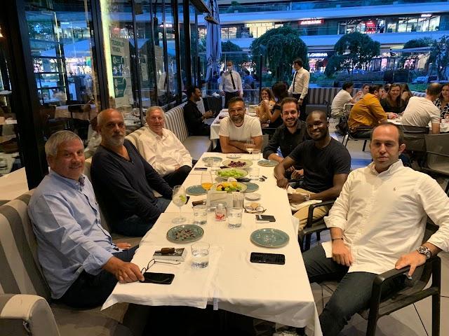 Fenerbahçe eski Başkanı Aziz Yıldırım, dönemin İdari Menajeri Hasan Çetinkaya, tercümanı Deniz Sarıtaç ve Moussa Sow ile bir araya geldi.