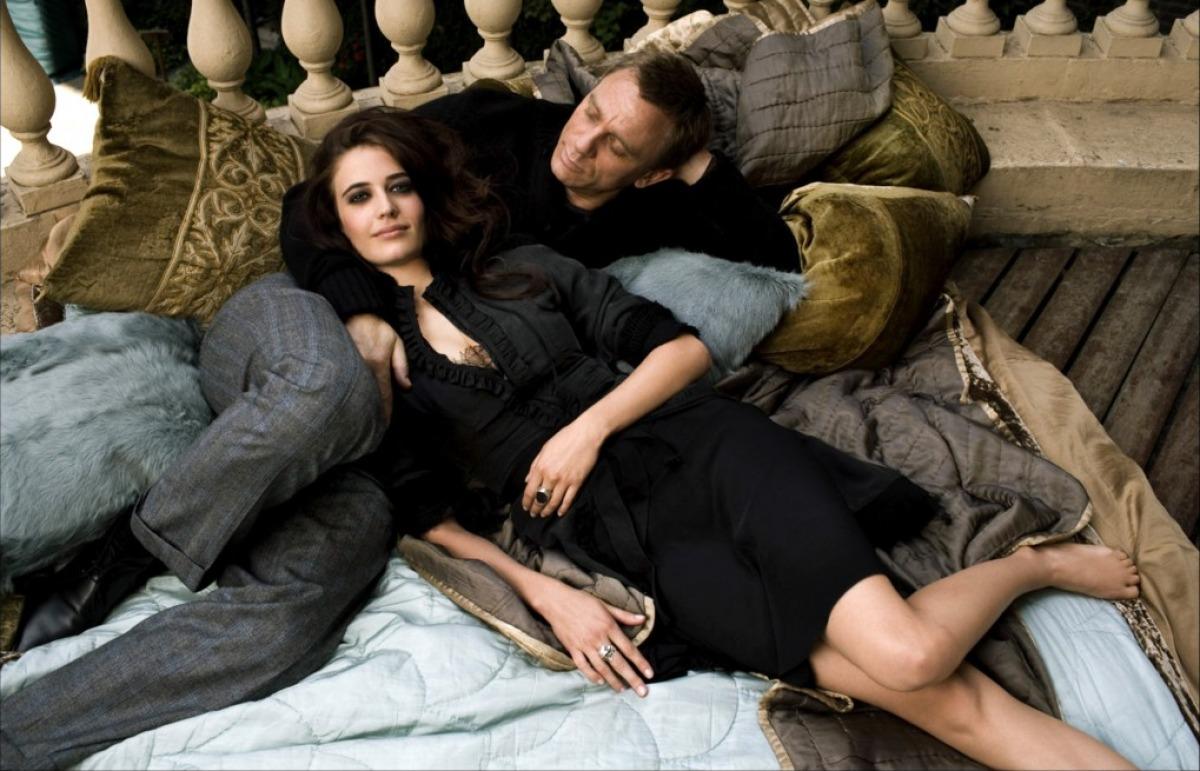 Бонд и его девушка фото