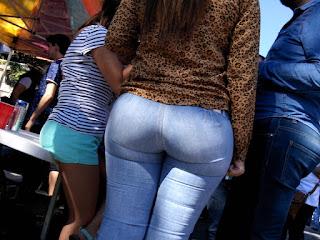 Chava buenas nalgas redondas jeans apretados