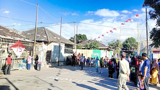 100 anak Dusun Lengkok Lendang gelar upacara bendera