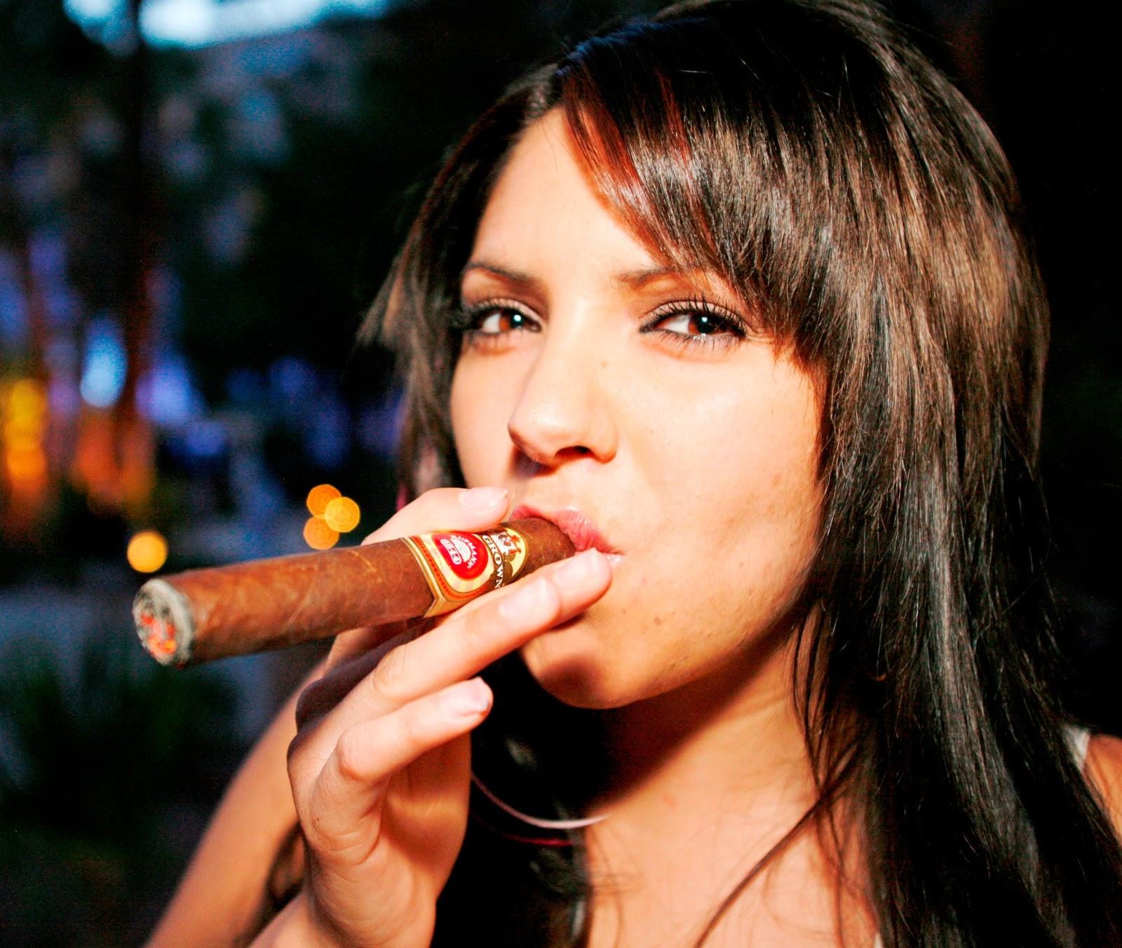 video-wife-cigar-smokes-gomez-stripping-nude