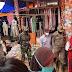 Serda Anwar suharno Babinsa pekon basungan bersama tim gugus tugas Covid-19 kecamatan melaksanakan kegiatan penegakan protokol kesehatan di pasar tradisional pekon Basungan kec Pagardewa Kab.Lampung Barat