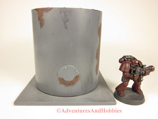 Miniature 25-28mm scale rusted vertical storage tank T577 - rear view - UniversalTerrain.com