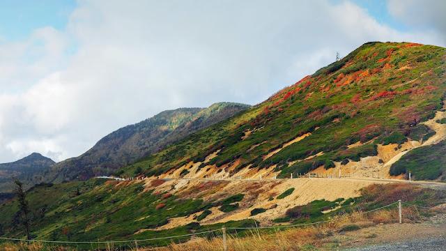 湯田中から志賀草津高原ルートを通って日本国道最高地点・渋峠へ。万座温泉から高山村へ抜け、毛無峠に寄り道して須坂まで走るサイクリングコース
