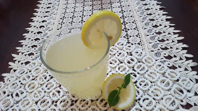 كيفية تحضير عصير الليمون بكمية وفيرة