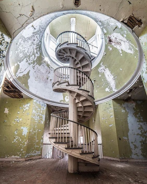 "Creepy or Cool"" Beauty in Abandoned Buildings"