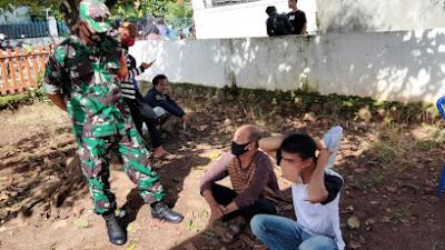 Babinsa Koramil 427-02/kasui Komsos Mengajak Masyarakat Untuk Selalu Mematuhi Prokes