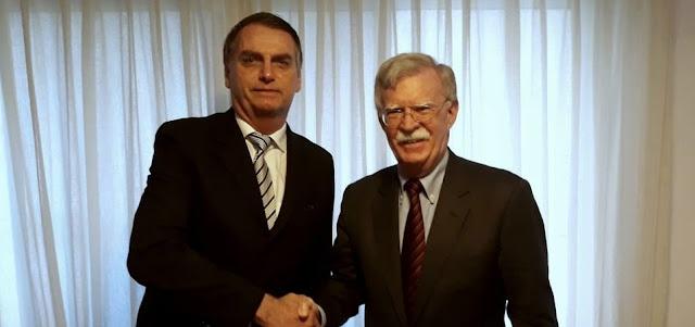 Assessor de Trump visita Bolsonaro e convida presidente eleito a visita nos EUA