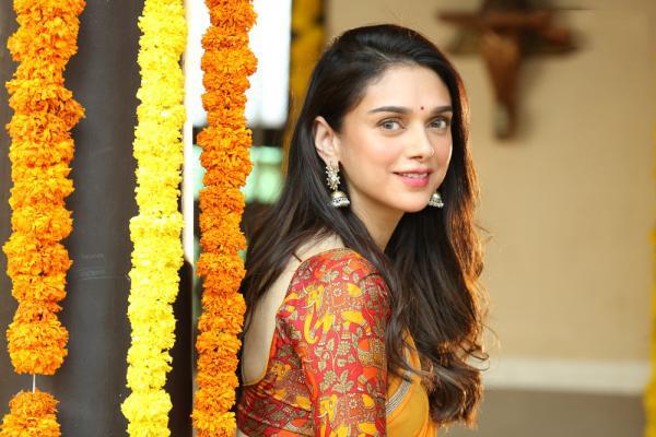 Actress Aditi Rao Hydari Latest Photos Stills Navel Queens