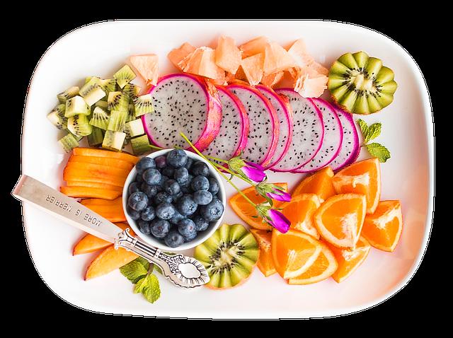 Prato com varias frutas para consumo