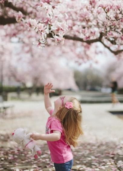 صورة طفلة جميلة شقراء