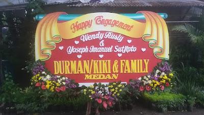 http://www.bungapapansidoarjo.com/2017/12/karangan-bunga-happy-wedding-sidoarjo.html