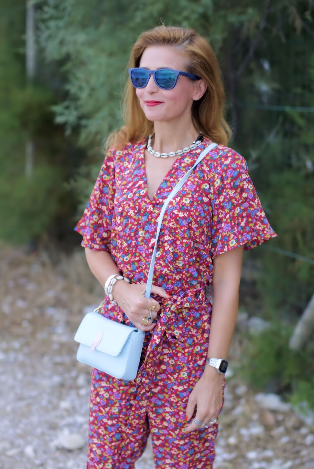 Fashion blogger wearing shell necklace and cowrie bracelet on Fashion and Cookies fashion blog, fashion blogger style
