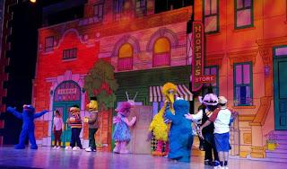 Parque de atracciones Universal Studios Singapore. Sesame Street Show Elmo's TV Time.