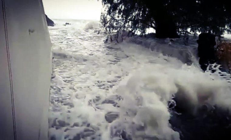 Κορινθία: Θεέ μου θα πνιγούμε – Δραματικές σκηνές από το πέρασμα του μεσογειακού κυκλώνα – video