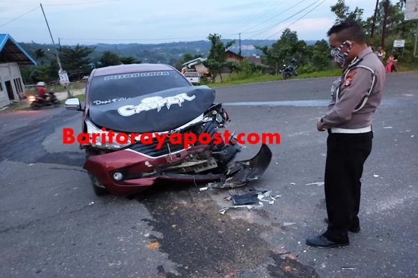 Mobil Pick Up Terbalik Usai Ditabrak Avanza di dekat Tugu Kota Kurun