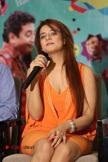 Actress Saloni Aswani Pos in Short Dress at Meelo Evaru Koteeswarudu Movie Interview  0134.JPG
