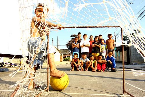 Artigo | O clube da esquina e o jogo de bola de meia - Pádua Marques