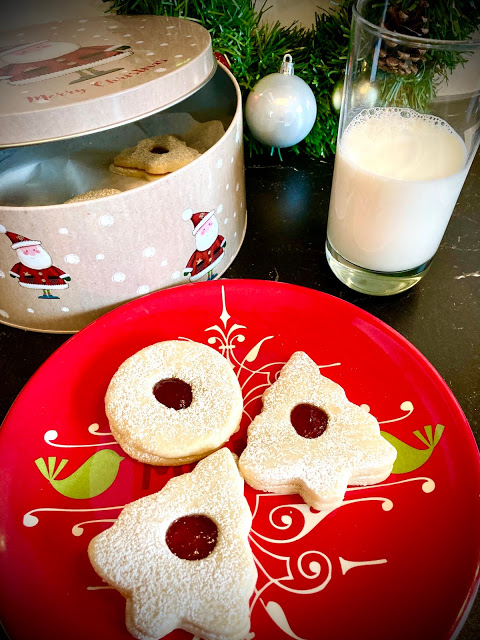 Spitzbuben Cookies at Miz Helen's Country Cottage