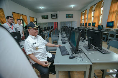 Akhyar Tinjau Persiapan Ujian CPNS di SMPN 1 Medan