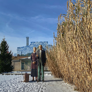 Large sculpture of the American Gothic couple