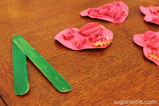 Fine Motor Flower craft - Sugar Aunts on Alldonemonkey.com