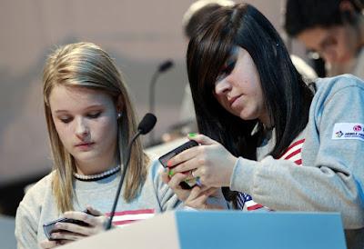 teens-smartphone