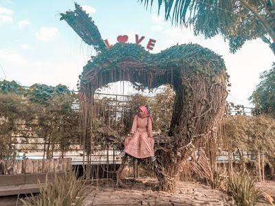 Selfie Park Taman Pule XT Square : Spot Love