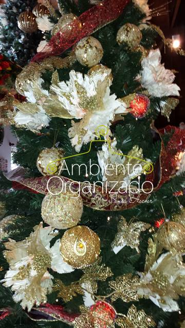 Árvore de Natal flores brancas e douradas