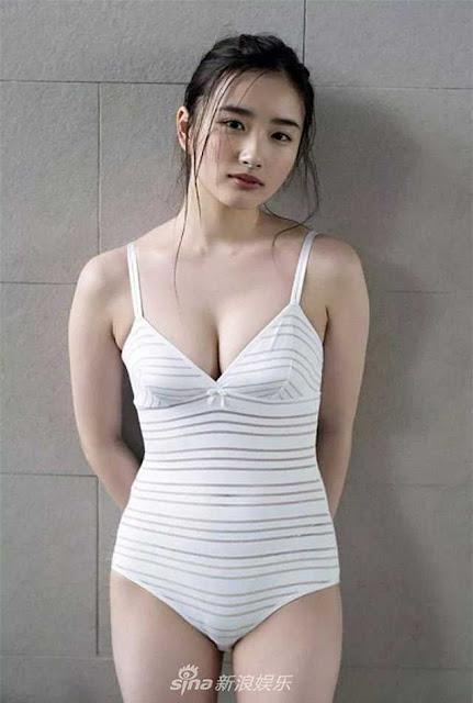 Ngơ ngẩn trước nhan sắc của hai người mẫu trẻ mới nổi có vòng một chuẩn mực nhất Nhật Bản