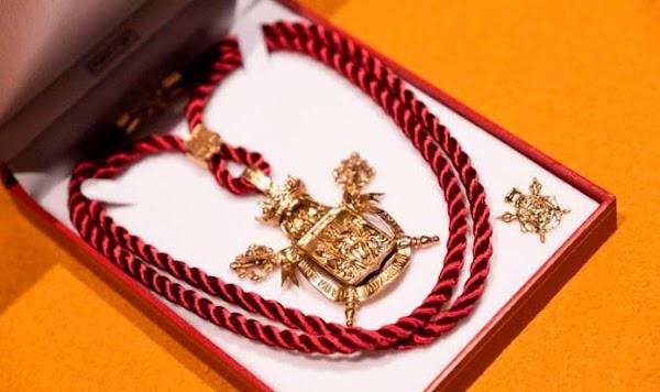 El Ayuntamiento de Sevilla concede la medalla de la ciudad a las Hermandades de San Bernardo y la Candelaria