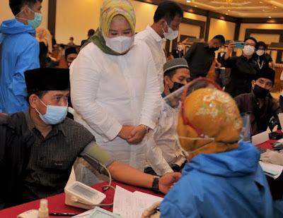Wagub Kepri Tinjau Vaksinasi Imam Masjid dan Mubaligh Se-Kota Batam