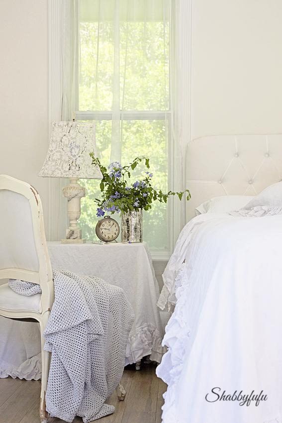 white-bedroom-decorating-winter