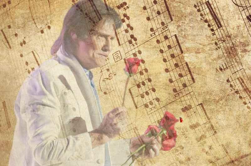 A América Latina continua reverenciando o maior astro da música brasileira, o rei Roberto Carlos. Desta vez a homenagem partiu de um artista da nova geração mexicana, o cantor Carlos Rivera.