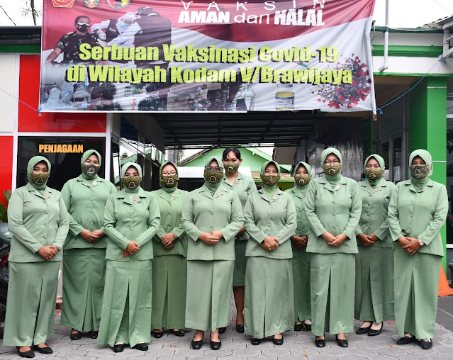 Istri-Istri Prajurit TNI di Madiun ini Antusias Terima Vaksin Covid-19