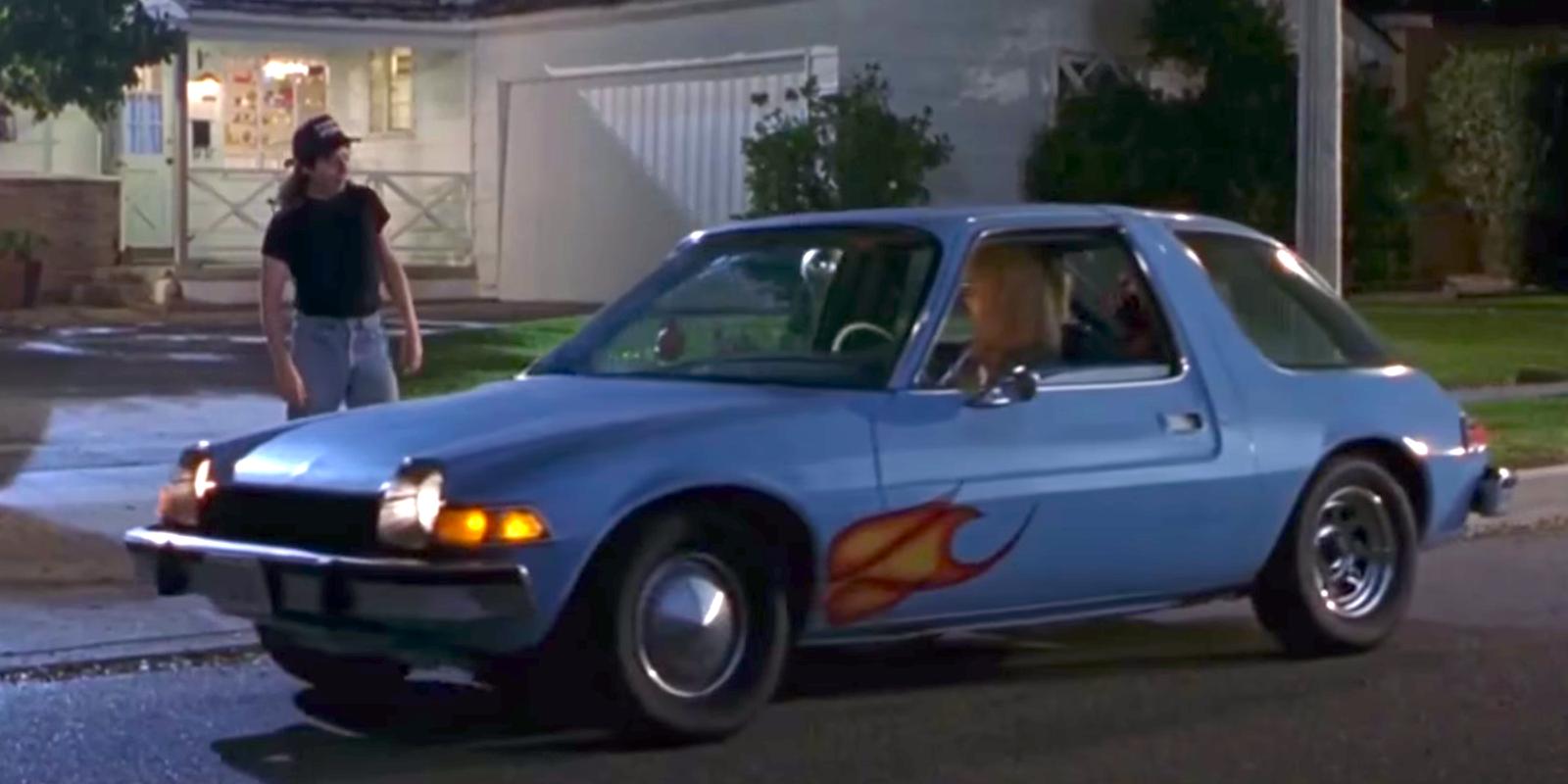 El mítico automóvil AMC Pacer azul de Garth