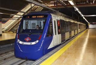 Vagon de metro llegando al anden