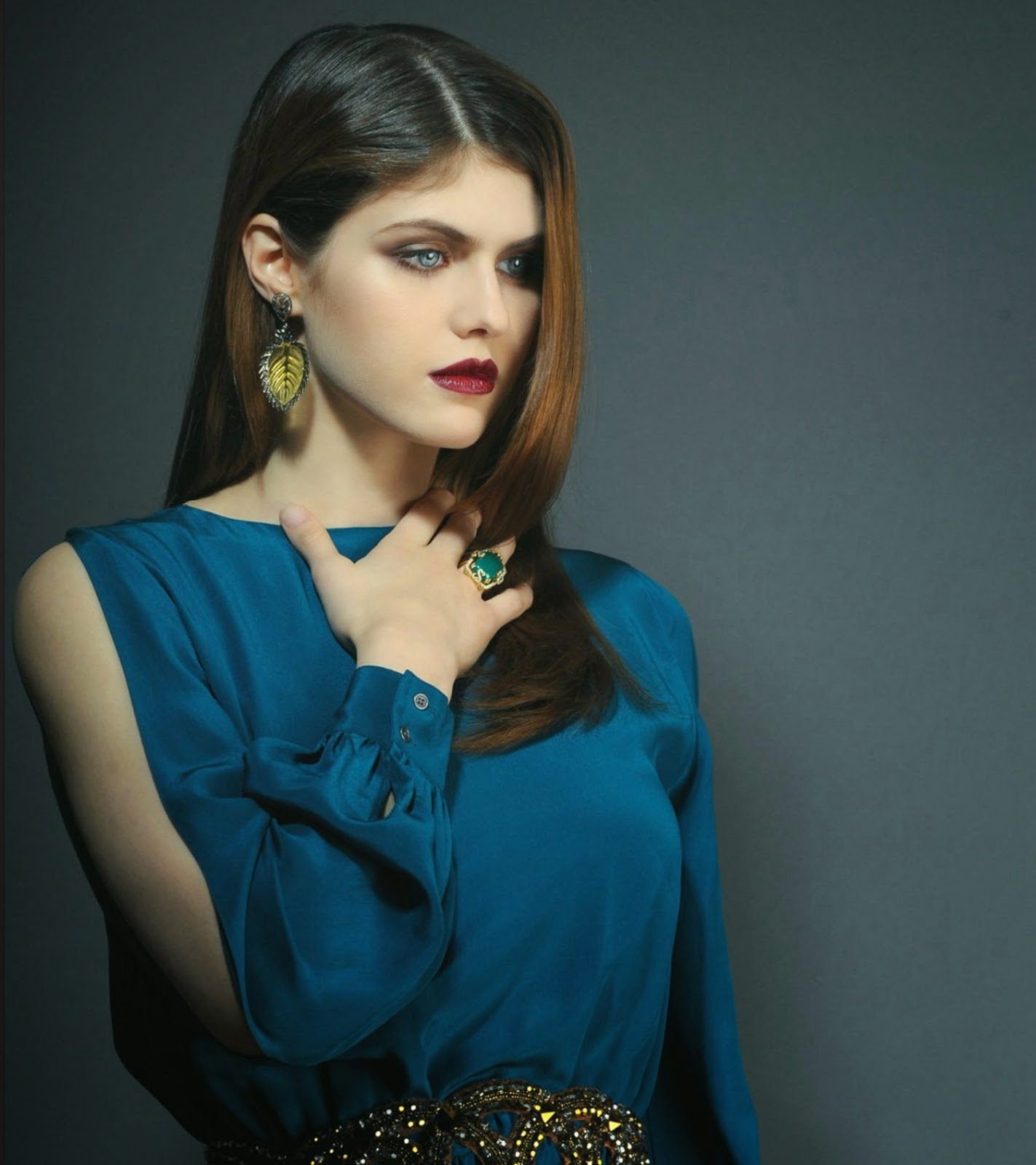 Alexandra Daddario HD Images And Wallpapers