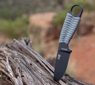 Couteau de camp - couteau de survie ESEE Izula et manche en paracorde