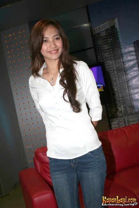Dwi Pratiwi Latest Sitcom Actress Hot Posing Celebrities