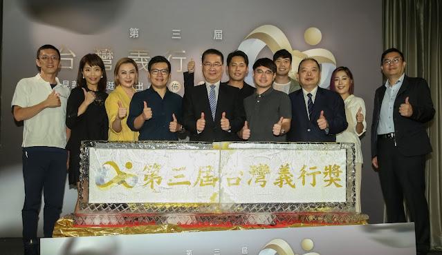 圖左2起 李天怡、陳亞蘭、公益傳播金會董事歐陽磊、內政部長徐國勇