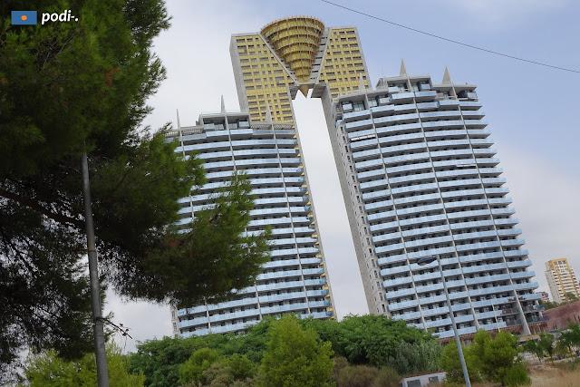 Benidorm, rascacielos en forma de M, intempo