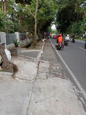 Para gelandangan di pinggir jalan
