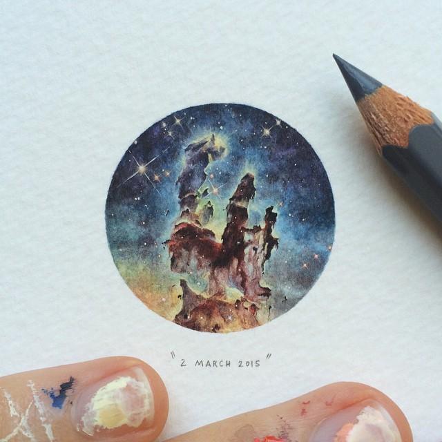Nuevas pinturas en miniatura de Lorraine Loots contienen cubiertas de libros antiguos, el cosmos, y peludos animales