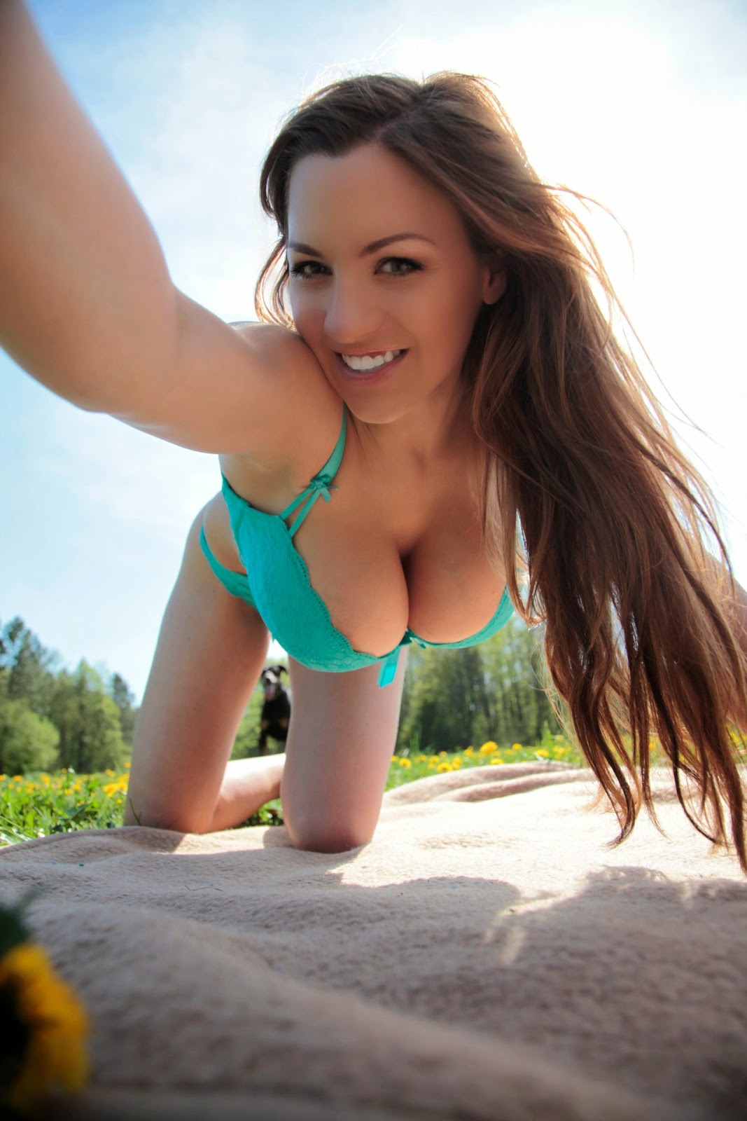 Jordan Carver Big Boobs Crushed In Green Bra And Panty In -3029
