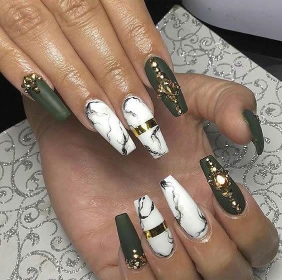 5 Χριστουγεννιάτικα trends για τα νύχια σας (ΦΩΤΟ)