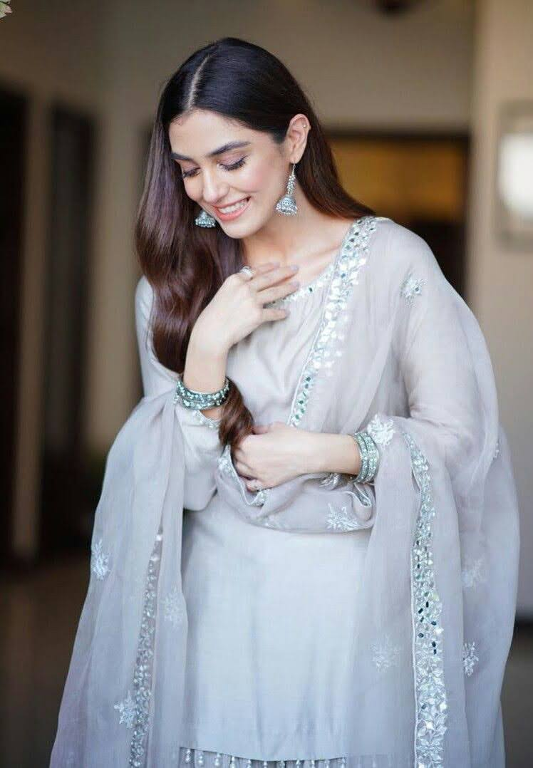 Maya Ali Gorgeous Pictures on 3rd Day of Eid