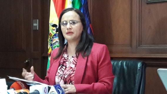 """Valdivia pide a Revilla transparentar su gestión en lugar de """"amenazar"""""""