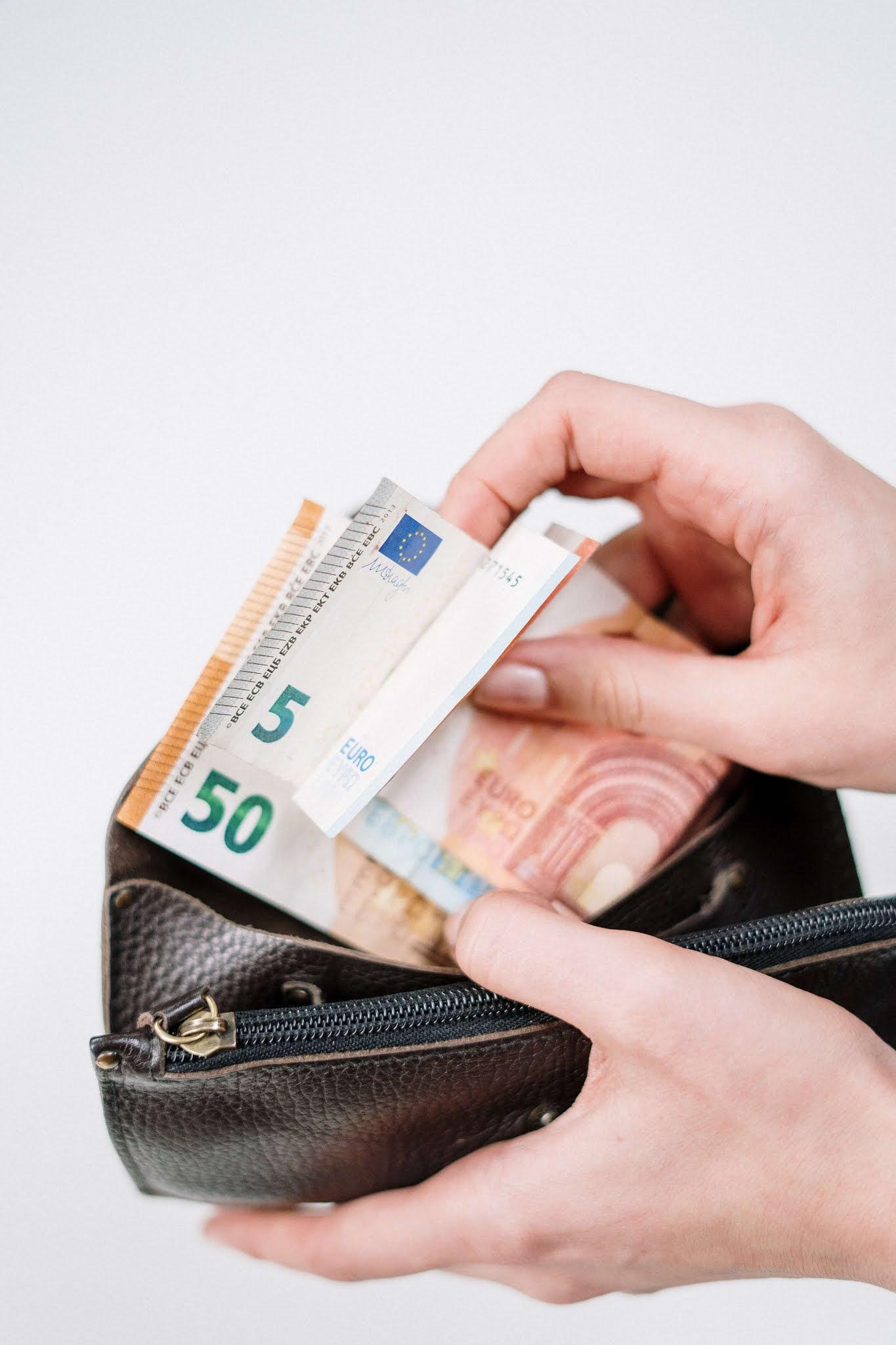 كيف اصبح غنيا: خطوات تحقيق الحرية المالية وفتح باب الثراء المالي 2021