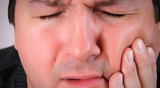 Penyebab Gigi Bengkak dan Cara Mengatasiya Secara Cepat